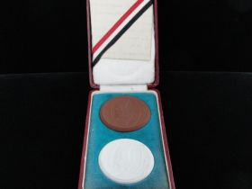 1925 Wiking Bund Original Boxed Set Of Porcelain Medals With Original Document