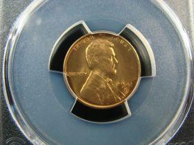 Vintage Novelty Yellowstone Park Mini Buffalo In A Shipping Crate Postal Souv